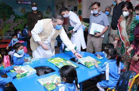 وزیر تعلیم شفقت محمود کی تعلیمی پالیسیوں پر پاکستانی پریشان