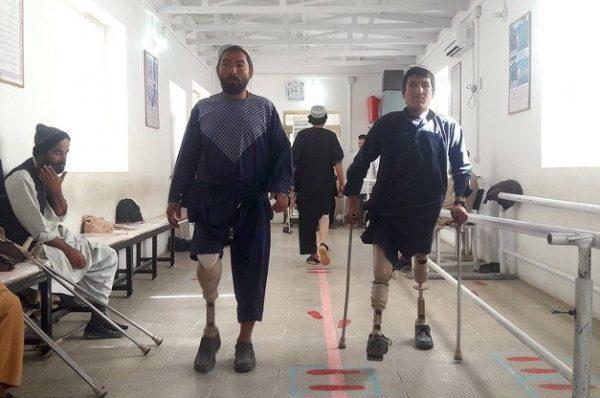 گولی لگنے سے افغان نوجوان اپنی ٹانگ کھو بیٹھا